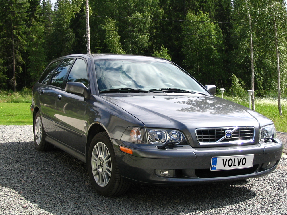 2002 Volvo V40 Wagon 5-door