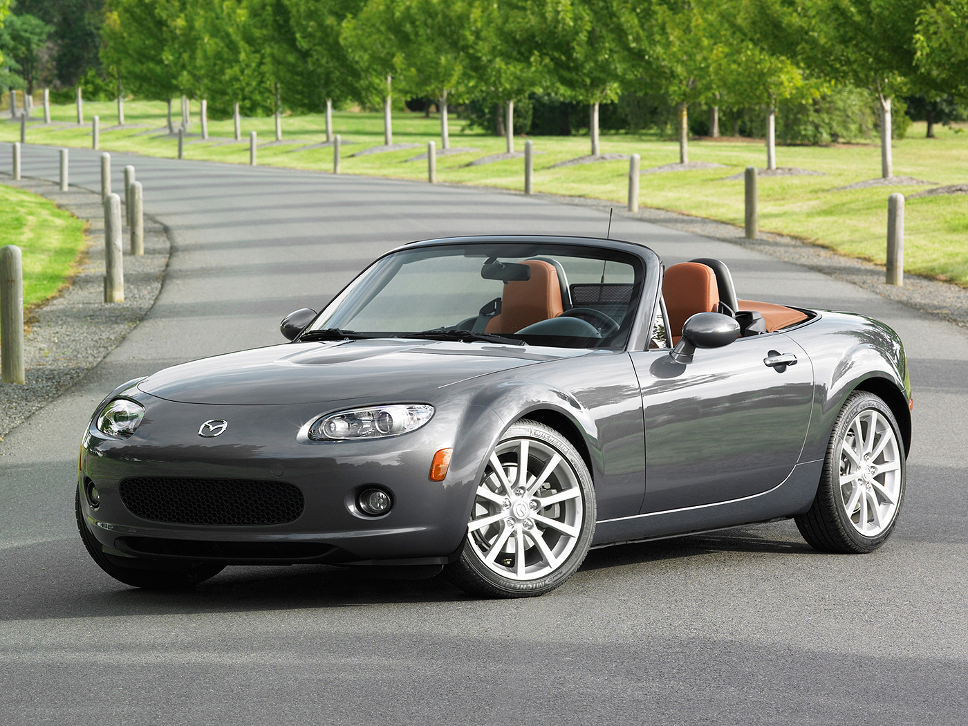2004 Mazda MX-5 Convertible 2-door