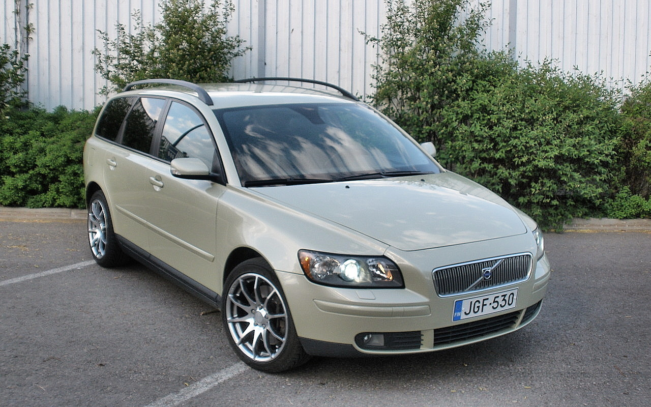 2004 Volvo V50 Wagon 5-door