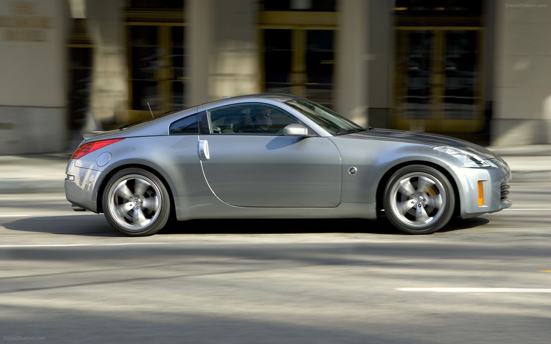 2005 Nissan 350Z Roadster Convertible 2-door