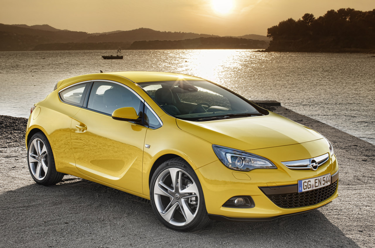 2012 Opel Astra GTC Hatchback 3-door