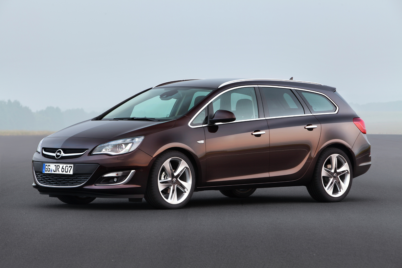 2012 Opel Astra Sports Tourer Wagon 5-door